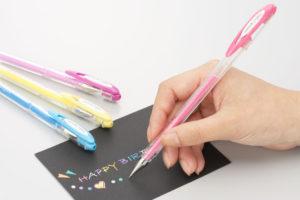 黒い紙に書けるペン
